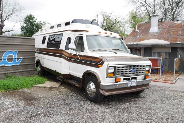 8 Staycation Worthy Tiny Homes For Sale: Vintage Class B Motorhome, 1989 Ford Travelcraft Camper