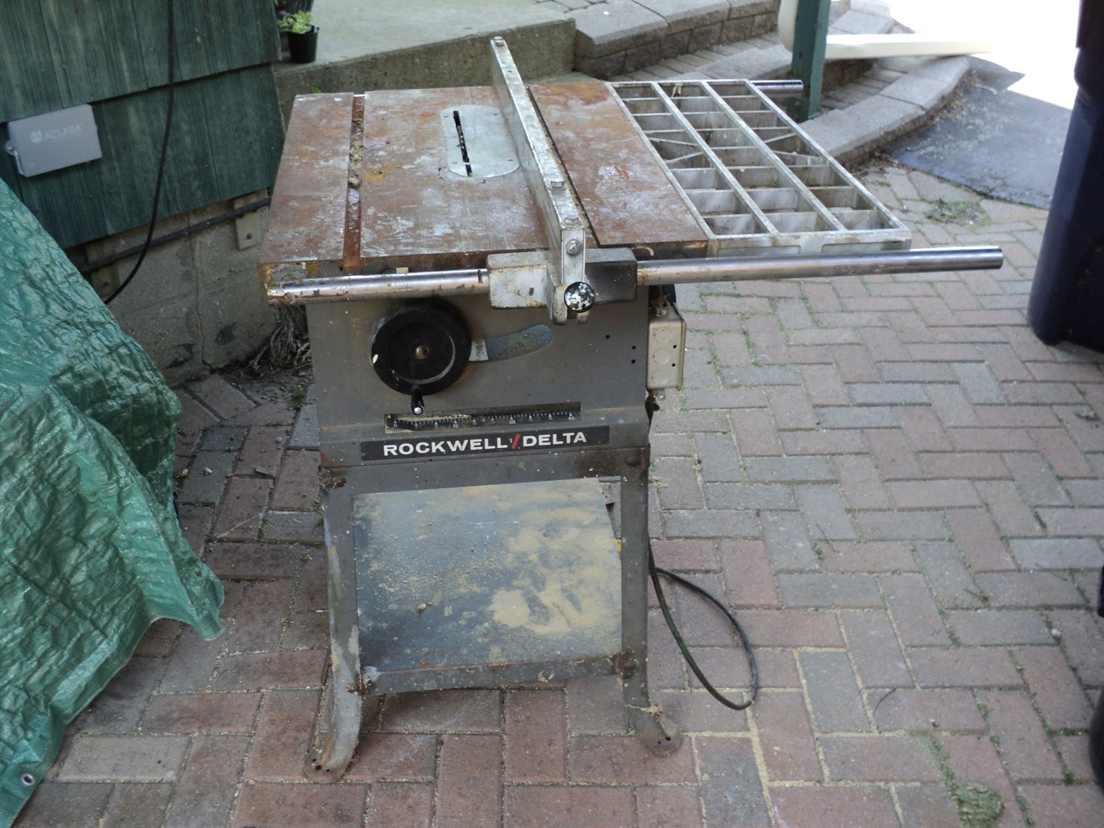 A Rockwell Delta 10 Table Saw This Shabby Old Was In My Deceased Next Door Neighbour S Garage For Knows How Long