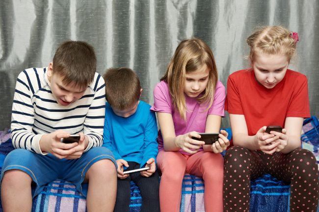 adicto a las redes sociales y al movil