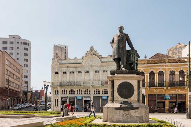Estátua do Barão do Rio Branco em Curitiba