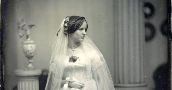 Victorian Wedding Dresses: 27 Stunning Vintage Photographs