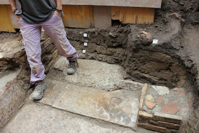 Roman domus, medieval cemetery discovered in Lucca, Tuscany