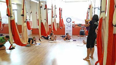 metodo-aeroyoga-y-aeropilates-llega-galicia-coruna-lugo-santiago-orense-pontevedra-airyoga-yoga-pilates-teacher-training-formacion-profesores-coach-coaching-espana-spain-fitness-tendencias-ejercicio-bienestar-cursos-clases-escuelas-negocios-seminario