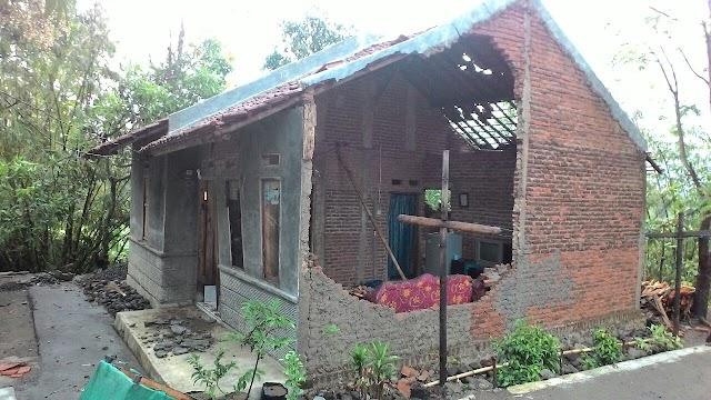 Hujan Deras dan Angin Kencang Rusak Rumah Warga di Desa Citenjo