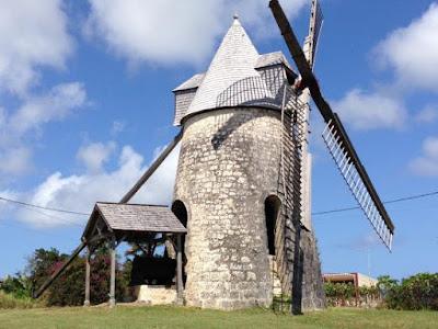 Moulin ancien rénové à Marie Galante : île de Guadeloupe aux Antilles françaises.