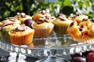 Muffinki ze śliwkami i czekoladą