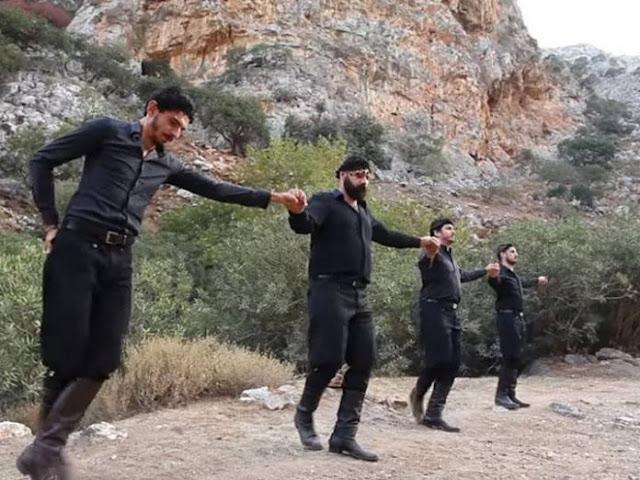 «Μην πολεμάς τον Έλληνα»: To τραγούδι Κρητικών που ταρακούνησε όλη την Ελλάδα