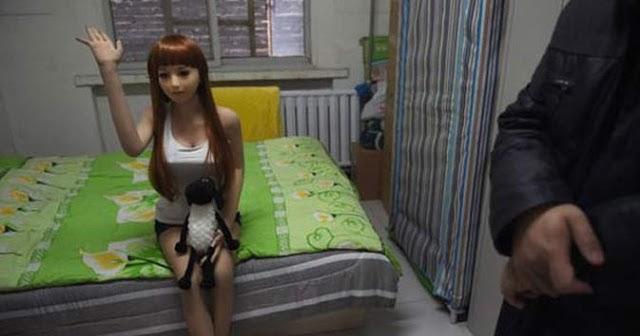 इस वेश्यालय में एक भी लड़की नहीं, फिर भी लगती है लड़कों की लाइन