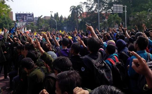 Wibawa Rupiah Hilang, Saatnya Mahasiswa Indonesia Bergerak