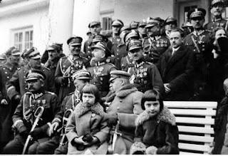 Józef Piłsudski z córkami w Sulejówku 1926