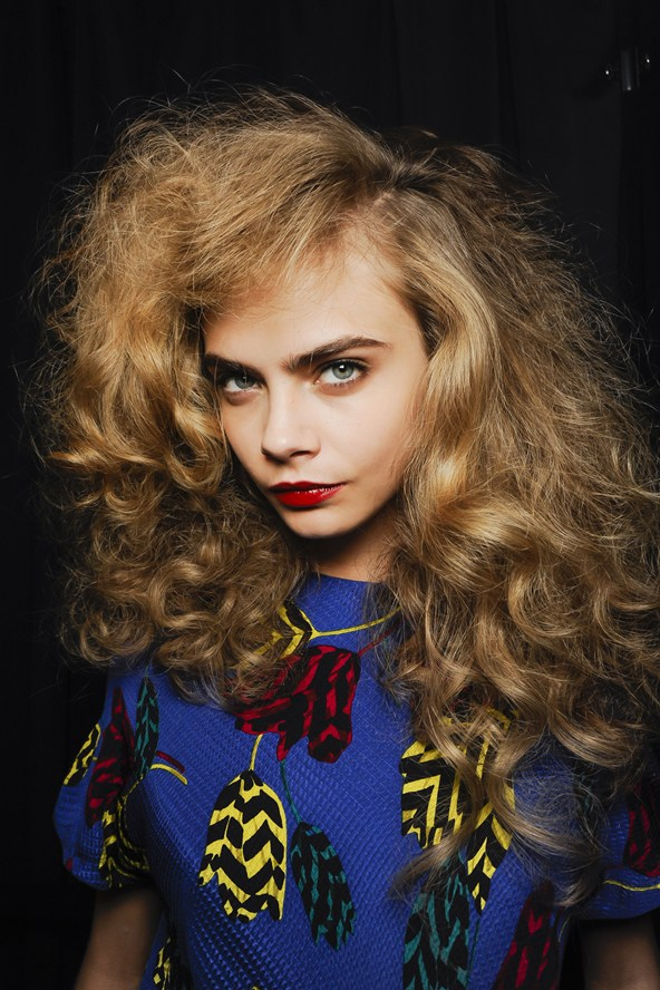 Beleza e maquiagem da Paris Fashion Week. Cara Delevingne no desfile de Marc by Marc Jacobs