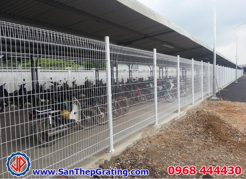 Hàng rào lưới thép mã kẽm, sơn epoxy, sơn tĩnh điện hoặc kết hợp cả 2 để nâng cao chất lượng