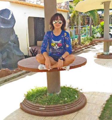 happy smiling lady girl woman asian with bangs sitting with crossed legs-photos of the week may 2014 sexyfoosa blog -  for free use - please backlink us thanks