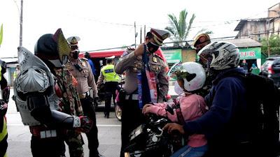 Masa Pandemi, Satlantas Polresta Tangerang Gunakan Action Figure Saat Penegakkan PPKM di Jayanti