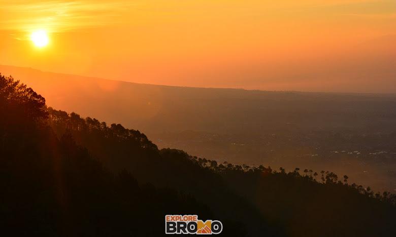 panorama pagi di kota batu dipuncak gunung banyak