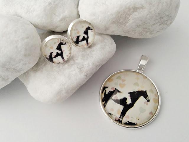 Koń na biżuterii