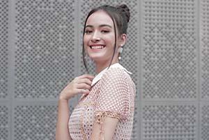 Mawar Eva De Jongh Senyum