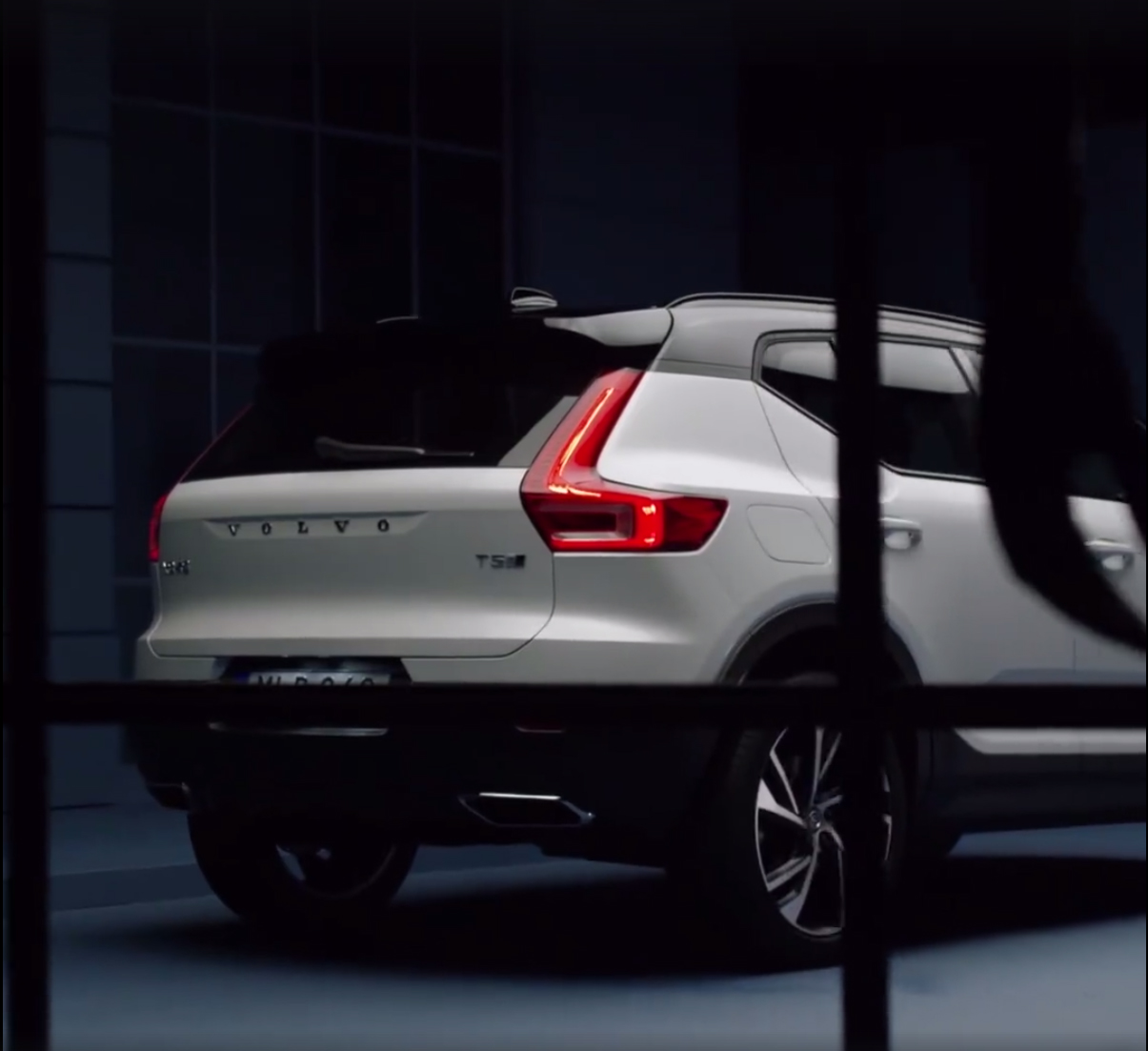 volvo accidentally reveals 2018 xc40 suv carscoops. Black Bedroom Furniture Sets. Home Design Ideas