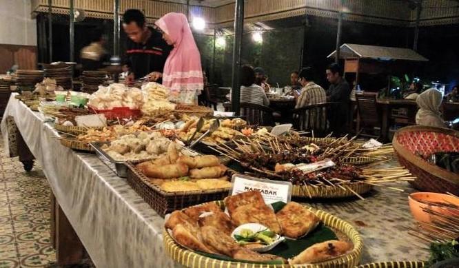 Usaha Kuliner Nasi Kucing Angkringan Omset 5 Juta Per Bulan