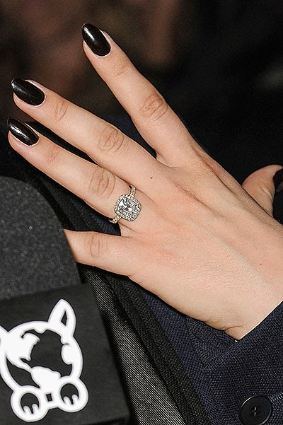 Kaley Cuoco showed an engagement ring