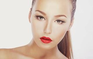 Kόκκινο κραγιόν- O καλύτερος φίλος σου φέτος το χειμώνα! Μάθε τα βήματα που ακολουθούν οι make-up artists για μεγαλύτερη διάρκεια