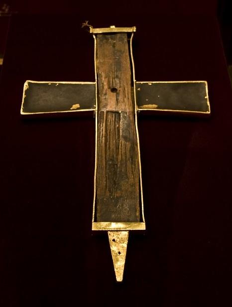 Τεμάχιο Τιμίου Σταυρού στο Αυτοκρατορικό Θησαυροφυλάκειο της Βιέννης. http://leipsanothiki.blogspot.be/