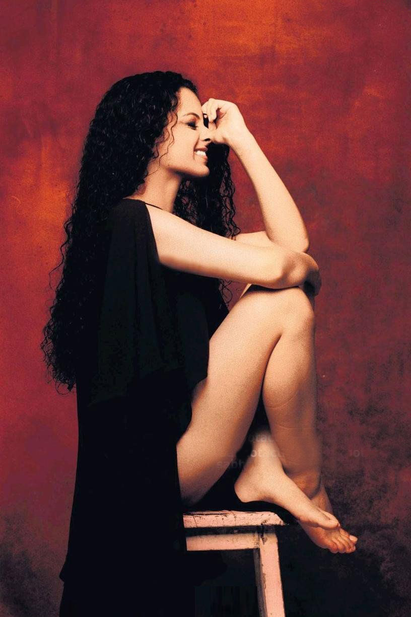 Kangana Ranaut Hot Milky Thigh Show Sexy Photo Gallery -5088