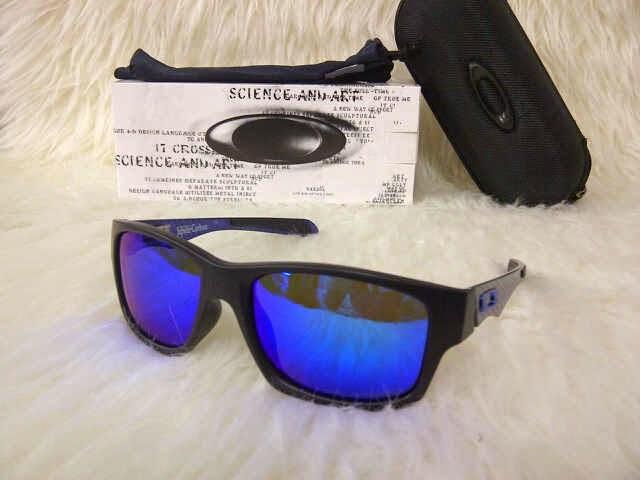 Kacamata Oakley Jupiter Carbon. warna   biru 1937d1fe43