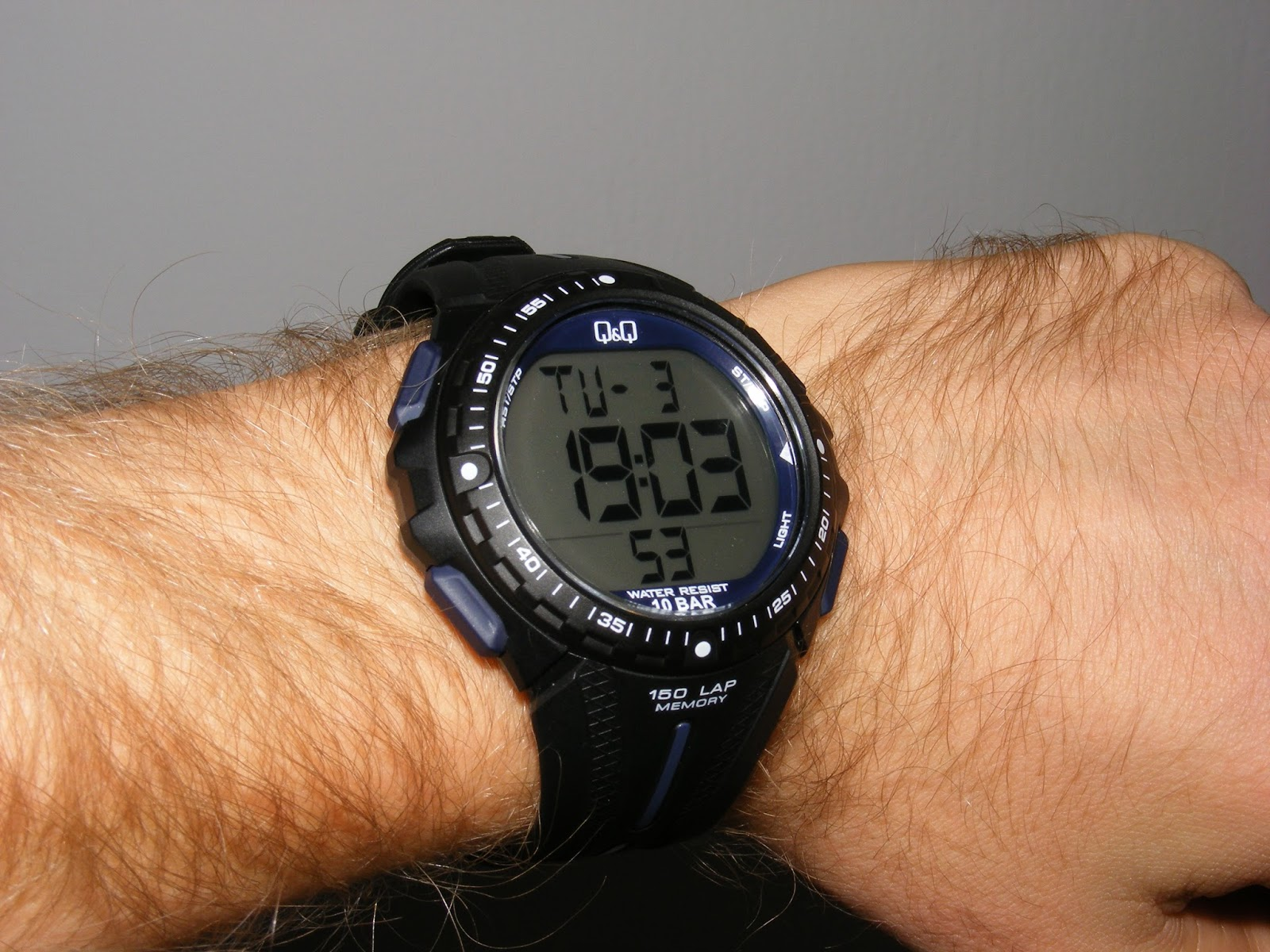 q&q sports running watch 150 laps digital