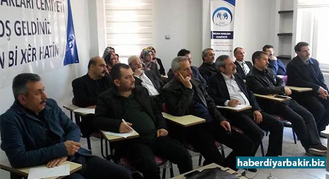 """DİYARBAKIR-İnsan Hakları Cemiyetinin (İHC) MEB sertifikalı """"İnsan Hakları Eğitimi Semineri"""" ikinci haftasında devam etti. Bu haftanın ilk dersi Prof. Dr. Hasan Tanrıverdi, ikinci dersi ise Av. Ercan Ezgin tarafından verildi."""