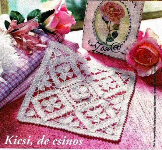 Carpeta cuadrada con centros florales tejida al crochet con patrón