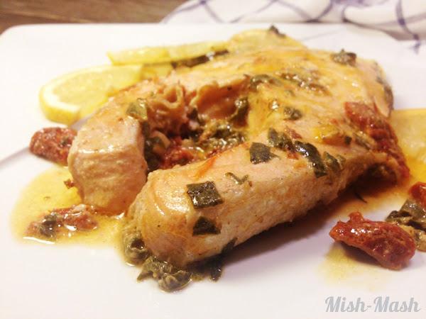 Сьомга със спанак и сушени домати