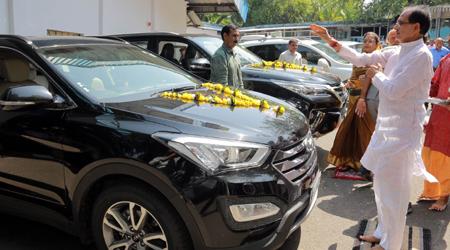 शिवराज सिंह ने किसानों के पैसे से 30 लाख की CAR खरीदी: कांग्रेस का आरोप