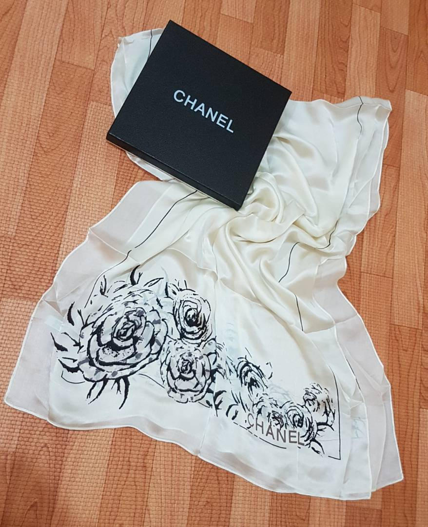 chanel 4223. syal chanel bunga scarf pashmina shawl sutra silk cream biru scarves - mirror ori branded import 4223