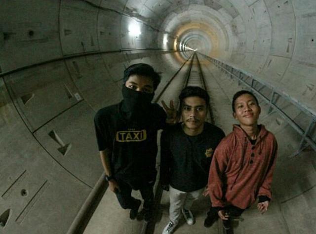 Aksi 3 Bocah Cari Sensasi, Selfi di Proyek MRT.. Netizen: Sudah Dilaporkan ke Otoritas