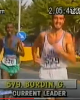 Bordin on his way to victory in Seoul, pursued by the Djibouti runner Hussain Ahmed Salah