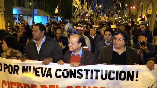 Miles de peruanos piden renuncia de cúpula corrupta