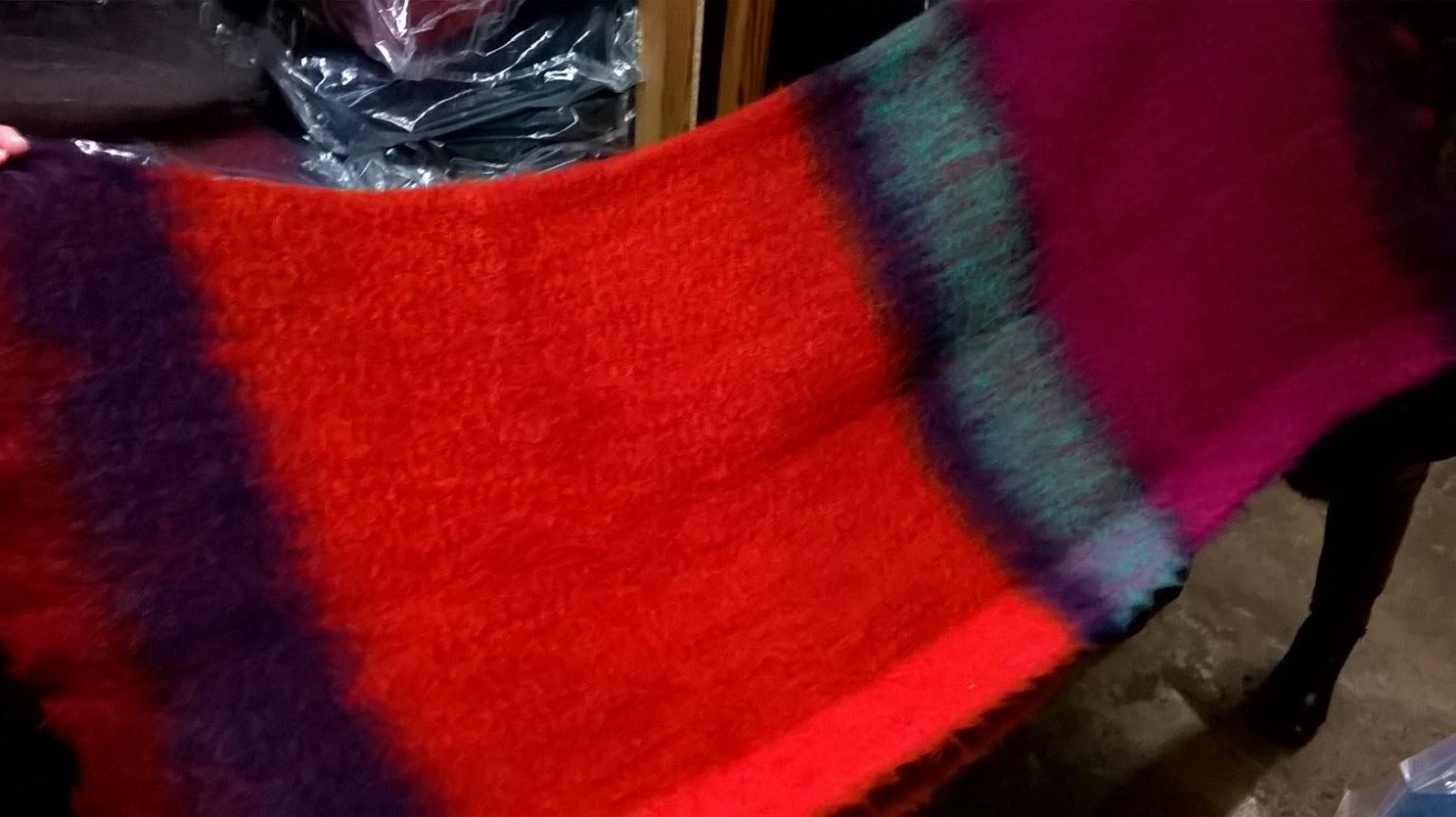 mohair de espaa las fabrican en mantas ezcaray la familia valgan desde ezcaray en la rioja a los pies de la sierra de la demanda