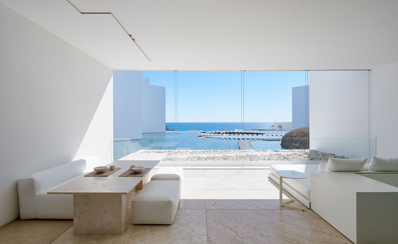 White minimalist hotel the mar adentro hotel for Minimalist hotel