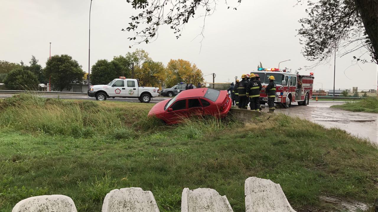 Gran choque entre un vehículo de la departamental y un particular
