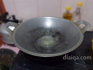 panaskan minyak untuk menumis