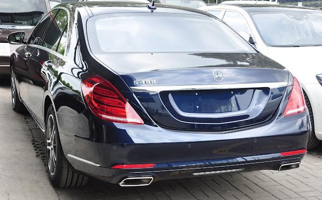 Đuôi xe Mercedes S400 L thiết kế khỏe khoắn và sang trọng