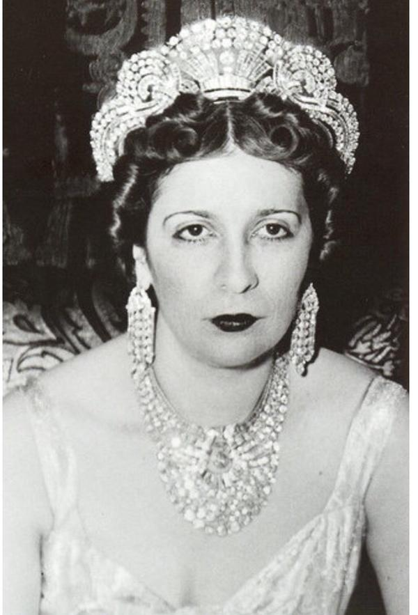 Queen Nazli's grand daughter Amina El demirdash wears Van Cleef and Arpels necklace.
