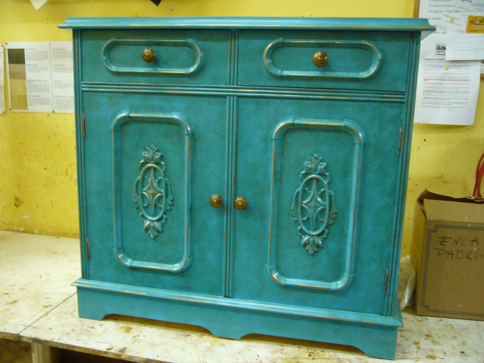 La restauradora muebles patinados dos azules for Mueble castellano restaurado