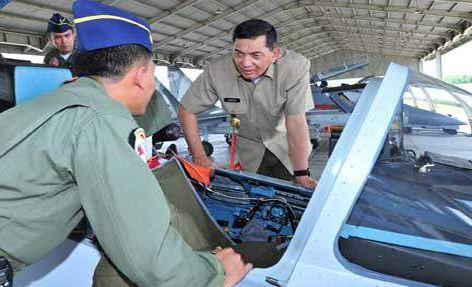 Wamenhan meninjau Skadron 11 Sukhoi di Makassar