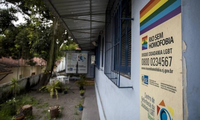 Prefeito de Niterói assume compromisso de manter centro LGBT