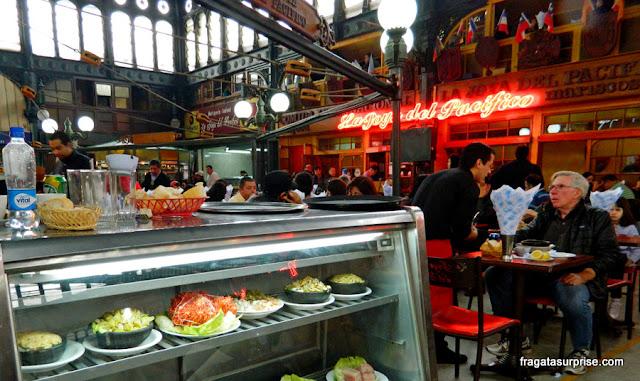 Restaurante de frutos do mar no Mercado Central, Santiago do Chile