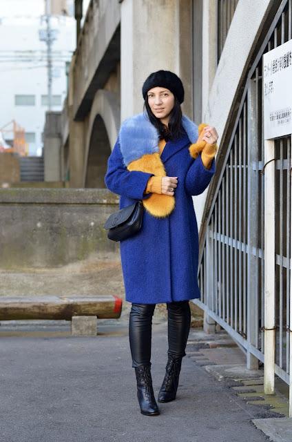с чем носить синие пальто