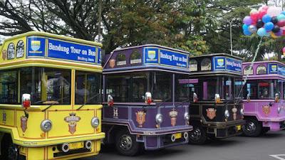 Bus Bandros warna warni wisata kota Bandung