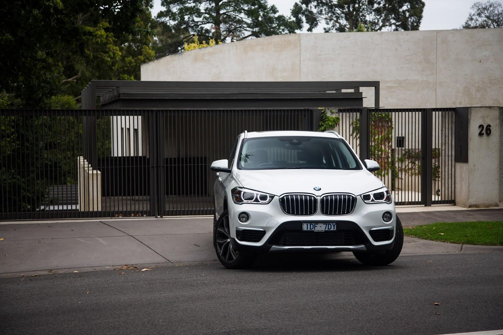 Đầu xe X1 đậm chất BMW và khá dịu dàng, thông minh